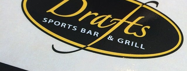 Drafts Sports Bar & Grill is one of Tempat yang Disukai Tom.