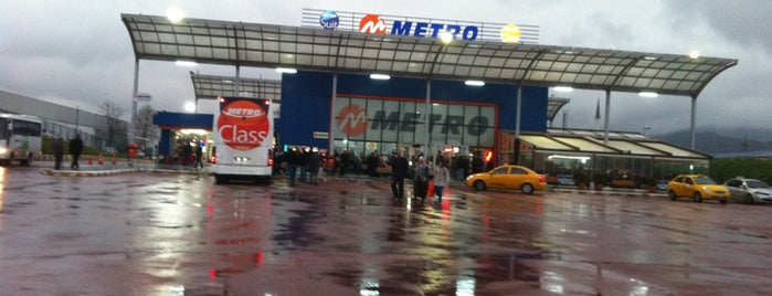 Metro Turizm Samandıra Tesisleri is one of Lieux qui ont plu à Öznur.