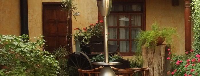 Hotel Casavieja is one of Locais curtidos por Lore.