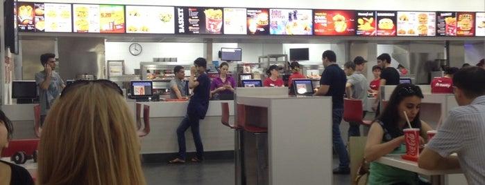 KFC is one of Lieux qui ont plu à Shakir.