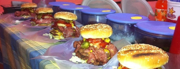 Xtreme Burger is one of Lugares recomendados.