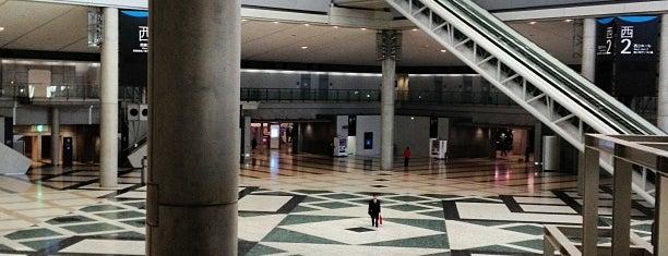 West Exhibition Hall is one of Orte, die Hideo gefallen.