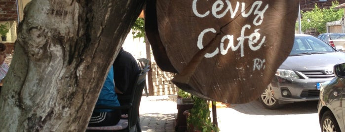 Ceviz Cafe is one of Lugares favoritos de Cem.