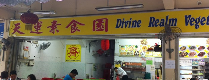 Divine Realm Vegetarian Restaurant is one of Tempat yang Disukai Serene.