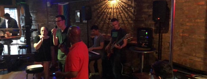 Atmosphere Bar is one of Tempat yang Disukai Darren.