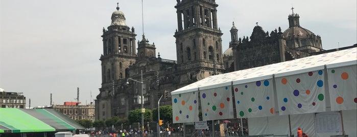 Zocalo, centro historico is one of Lugares favoritos de Luis.