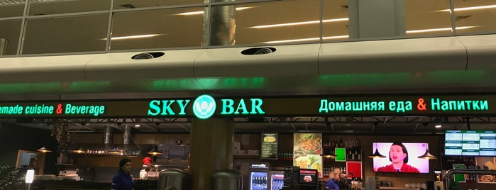 Sky Bar is one of Lugares favoritos de Alexander.