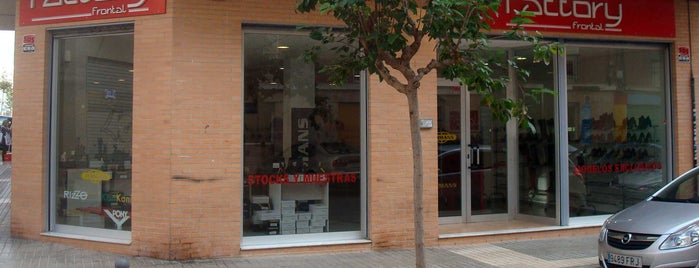 Factory Frontal is one of tiendas outlet Elche.
