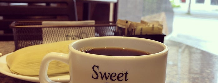 Sweet & Coffee is one of Paolaさんのお気に入りスポット.