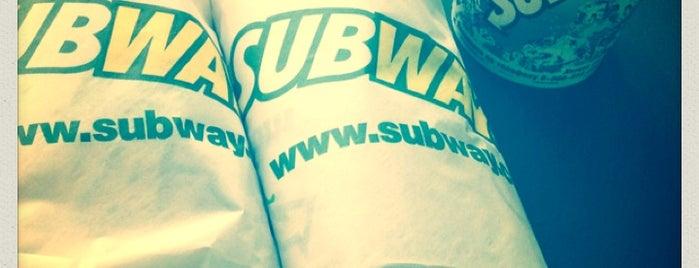 SUBWAY is one of Locais curtidos por Julia.
