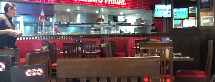 TGI Fridays is one of Aline 님이 저장한 장소.