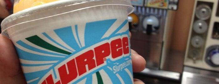 7-Eleven is one of Lugares favoritos de Karen.
