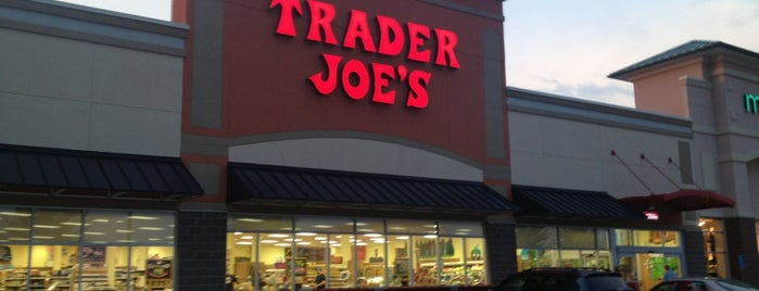 Trader Joe's is one of Lugares favoritos de RYAN.