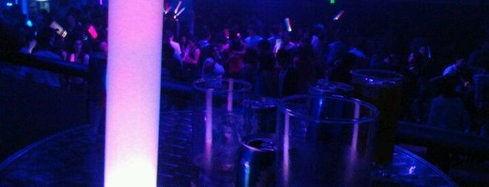 OASIS Club is one of Los buenos lugares!.