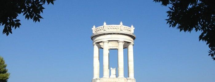 Monumento ai Caduti del Passetto is one of Lieux qui ont plu à Jonathon.