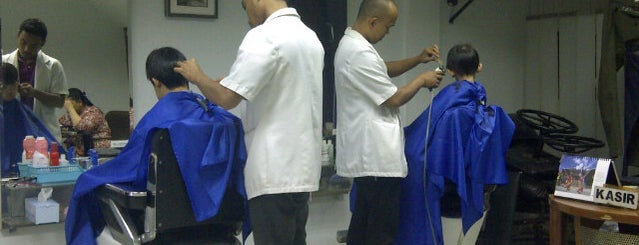 Raf Pax BarberShop is one of Orte, die Arie gefallen.
