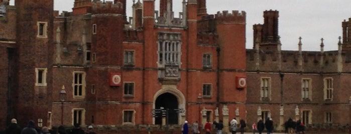 พระราชวังแฮมป์ตันคอร์ต is one of London City Guide.