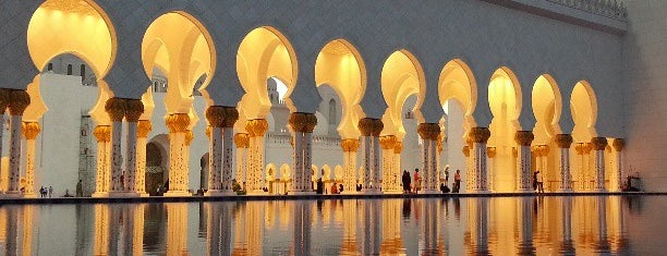 Sheikh Zayed Grand Mosque is one of Lieux qui ont plu à Hot.