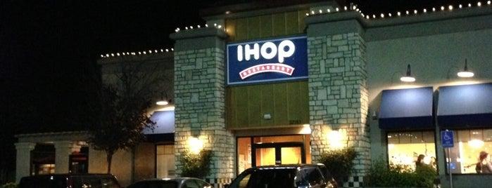 IHOP is one of สถานที่ที่ Elijah ถูกใจ.