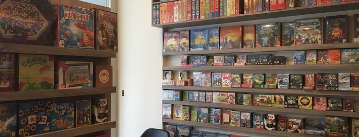 Swan Cafe 天鵝桌遊館 is one of 桌遊店和俱樂部 Board game shops/cafes in Taipei.