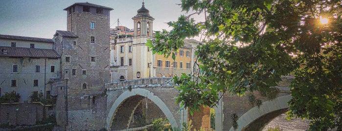 Isola Tiberina Roma is one of Locais curtidos por Maddalena.