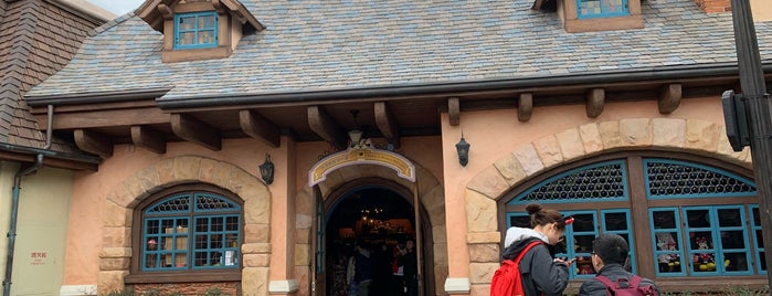 Mickey & Minnie's Mercantile is one of Lugares favoritos de Vee.