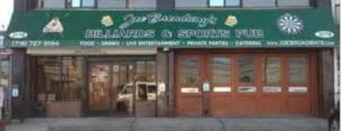 Joe Broadway's Billiards & Sports Pub is one of Lieux sauvegardés par Lizzie.
