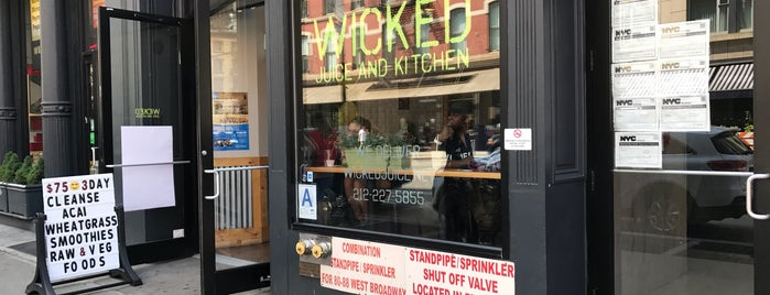 Wicked Juice and Kitchen is one of Lieux qui ont plu à Siyun.