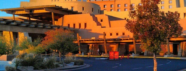 Sandia Resort and Casino is one of Orte, die todd gefallen.