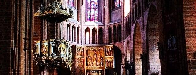 Bazylika Archikatedralna Św. Apostołów Piotra i Pawła (Katedra Poznańska) is one of Polska.