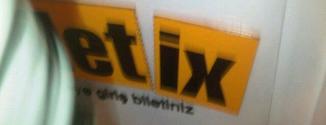 Biletix Carrefour is one of Locais curtidos por Sinan.