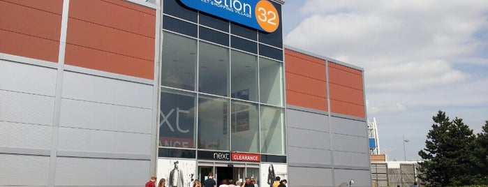 Junction 32 Outlet Shopping Village is one of Posti che sono piaciuti a Ricardo.