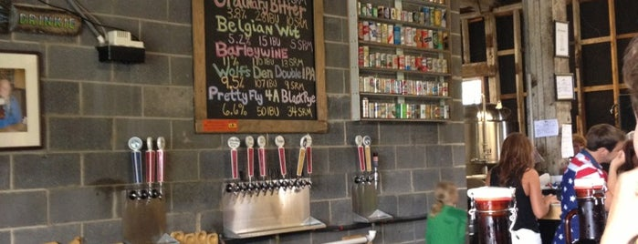 Wolf Hills Brewing Co. is one of Lugares favoritos de James.