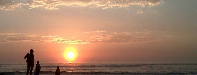 Playa Huanchaco is one of สถานที่ที่ Xavi ถูกใจ.