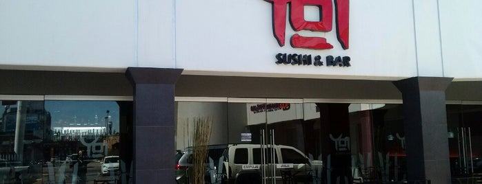 YOY Sushi & Bar is one of Locais curtidos por Mayra.