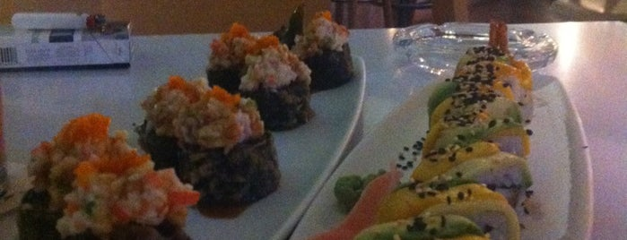 Wa Teppan Sushi Bar is one of Locais curtidos por Mayte.