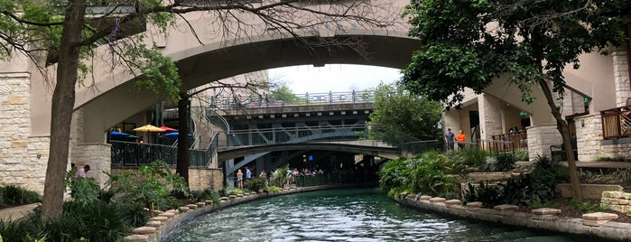 The San Antonio River Walk is one of Lugares favoritos de Jen.