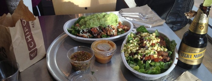 Chipotle Mexican Grill is one of Michelle 님이 좋아한 장소.