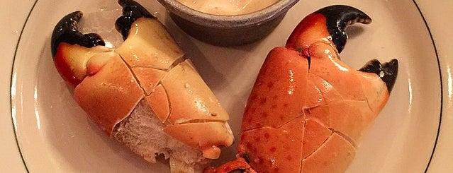 Joe's Stone Crab is one of Lugares favoritos de Vladimir.