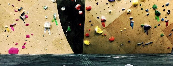 Brooklyn Boulders Queensbridge is one of Posti che sono piaciuti a Lin.