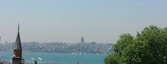 Simit Sarayı is one of สถานที่ที่ Adil ถูกใจ.