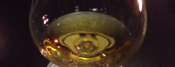 Montgolfiere Bar is one of Carlos'un Beğendiği Mekanlar.