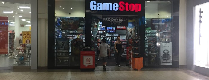 GameStop is one of Posti che sono piaciuti a Alberto J S.