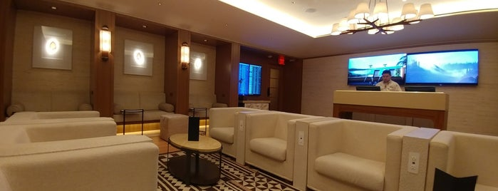Four Seasons Resort Lanai Guest Lounge is one of Amanda 님이 좋아한 장소.