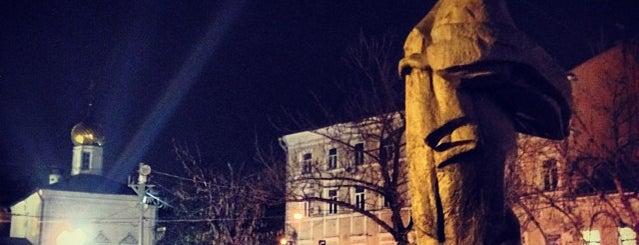 Памятник Надежде Крупской is one of Lugares favoritos de Erkan.
