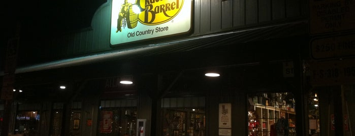 Cracker Barrel Old Country Store is one of Tempat yang Disukai Ishka.