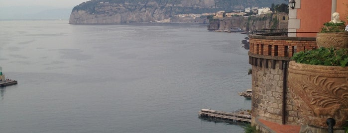 Grand Hotel Excelsior Vittoria is one of Napoli.