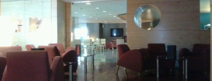 Fenix Hotel **** is one of Orte, die alejandro gefallen.