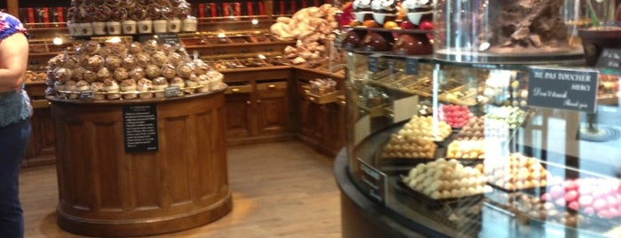 Maison Georges Larnicol is one of Paris sweet.