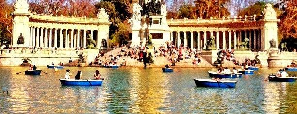 Parque del Retiro is one of Lugares donde estuve en el exterior.
